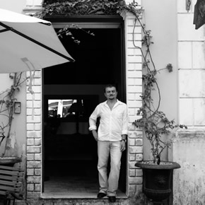 Bruno Guinard, le directeur de la Villa Bahia est arrivé à Salvador de Bahia par hasard mais n'en est jamais reparti.