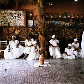 Le candomblé est un culte africain importé par les esclaves qui vénèraient les orixas. Ce culte perdure et est particulièrement fort à Salvador de Bahia.