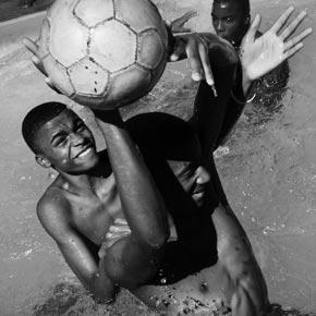 Le foot est un sport incontournable au Brésil. Organisez votre voyage et découvrez le Maracana.