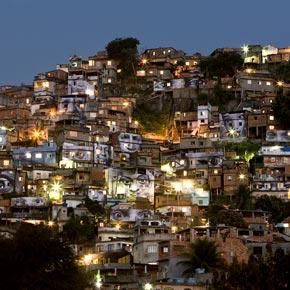 Morro da Providencia à Rio pris par JR au coucher du soleil.