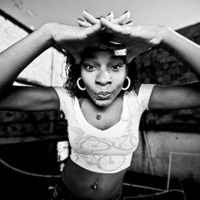 JR photographie les femmes de la favele dans le cadre de son projet Women are heroes et les partage avec Voyageurs du Monde.