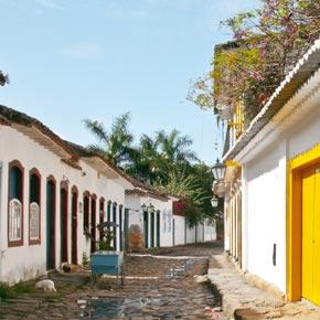 Promenez-vous dans les îles brésiliennes pour découvrir des ambiances colorées.