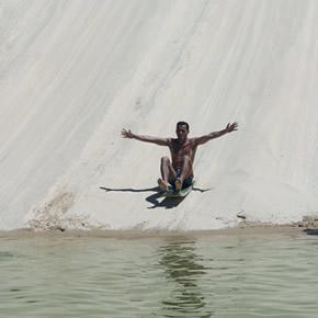 Toutes sortes d'activités sportives comme le kitesurf, le windsurf ou le sandboard liées à l'eau sont possibles dans le Parc National de Jericoacoara.