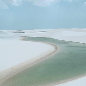 Grace à votre circuit en buggy au Brésil découvrez des dunes de sable blanc et fin qui entourent des bassins d'eau douce.
